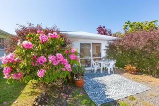 Lorenzen Bay Bungalow, Lorenzen Bay Road, Raglan, Waikato (Bachcare) From $112-$216 per night