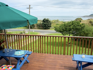 The Big Round Window, Riria Kereopa Memorial Drive, Raglan (Bachcare) From $175.00-$270.00 per night