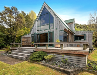 The Lakeview Chalet, Spencer Road, Lake Tarawera (Bachcare) From $325-$530 per night