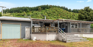 The Lake House, State Highway 1, Motuoapa, Lake Taupo (Bachcare) From $175.00 - $275.00 per night